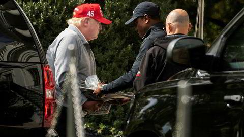 President Donald Trump ankommer Det hvite hus etter en runde golf i helgen.