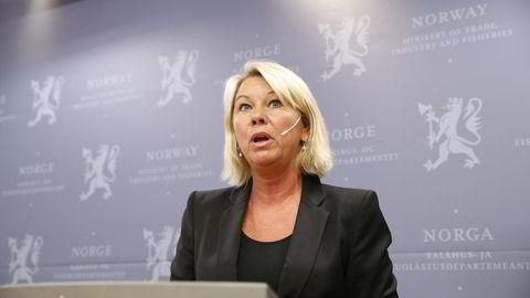 Næringsminister Monica Mæland kommenterte Statkraft-saken i Nærings- og fiskeridepartementet fredag. FOTO:  Gorm Kallestad /