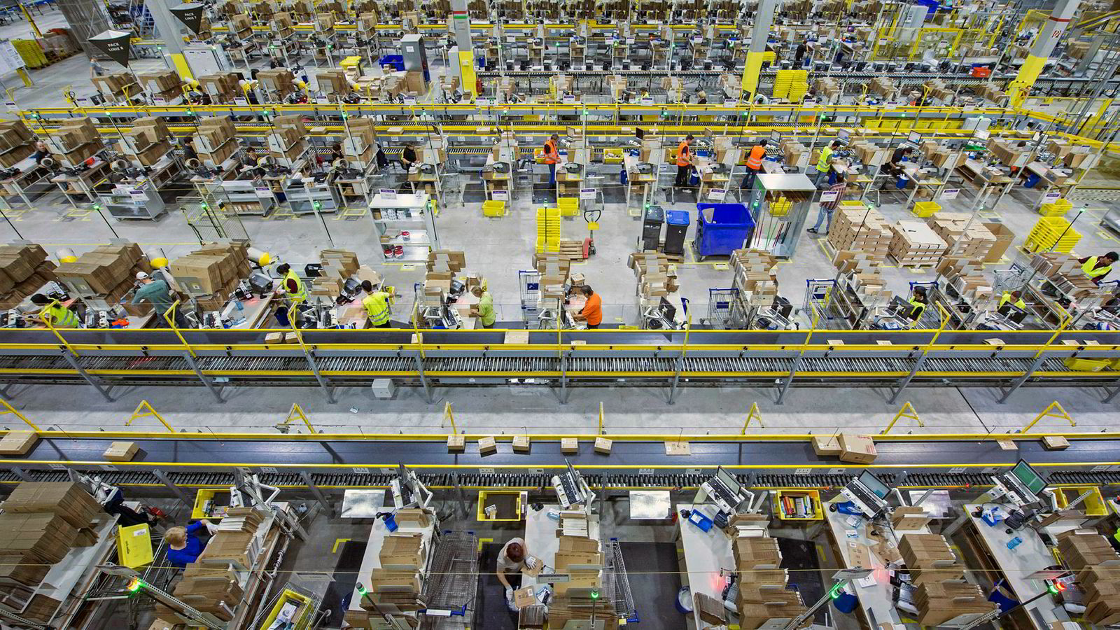 Null føderal skatt kommer ikke av smart skatteplanlegging, men forklares med ekstraordinær verdistigning på aksjene til de ansatte i Amazon. Her fra Amazons lokaler i Tyskland.