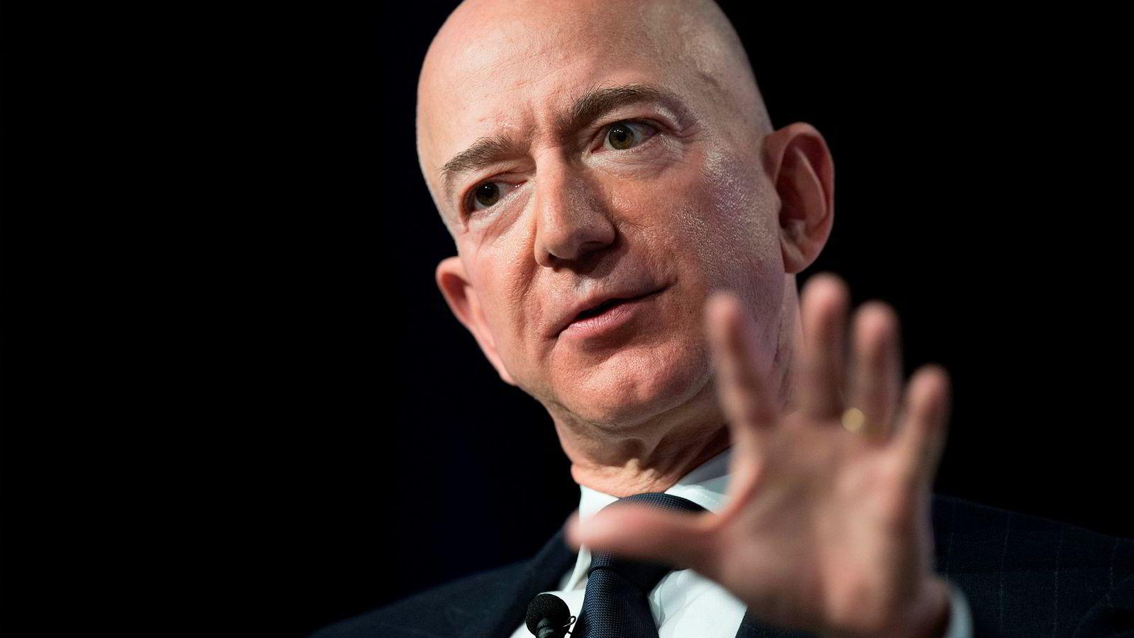 Amazon-sjef Jeff Bezos vil få opp farten på vareleveransene.