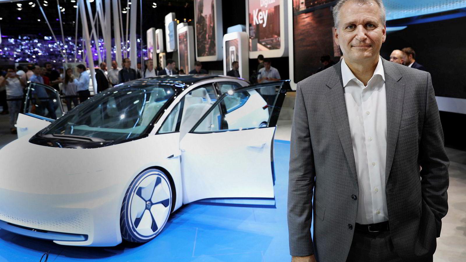 Terje Male, konsernsjef i Møller Mobility Group. Her under bilmessen i Paris i 2016, og avdukingen av konseptelbilen Volkswagen I.D.