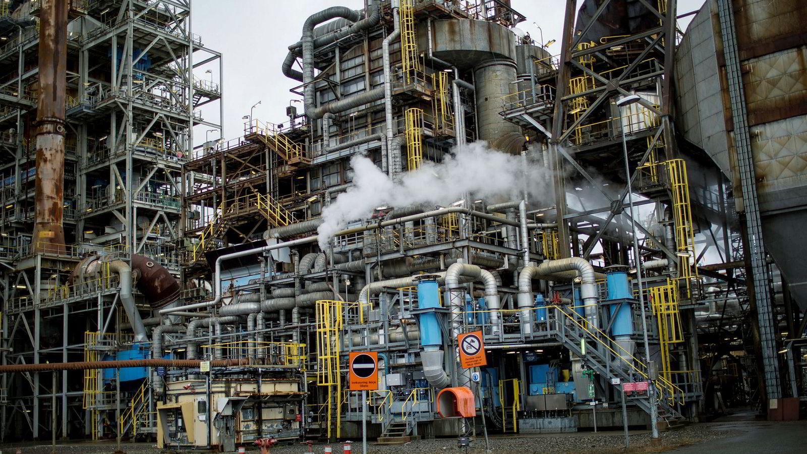 Vår studie sannsynliggjør at kostnadene for CO2-håndtering (CCS) vil utgjøre helt ned mot ti prosent av totalkostnaden for produksjon og eventuell flytendegjøring av naturgassbasert hydrogen, skriver innleggsforfatterne. Her fra Equinors raffineri på Mongstad.