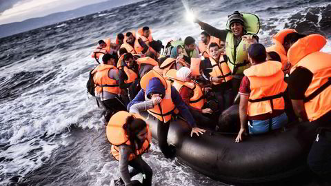 EU-operasjonen EU Navfor Med skal slå ned på Middelhavets menneskesmuglere for å begrense strømmen av migranter til Europa. Her ankommer båtflyktninger Lesbos, Hellas. Foto: Aris Messinis, AFP/NTB Scanpix