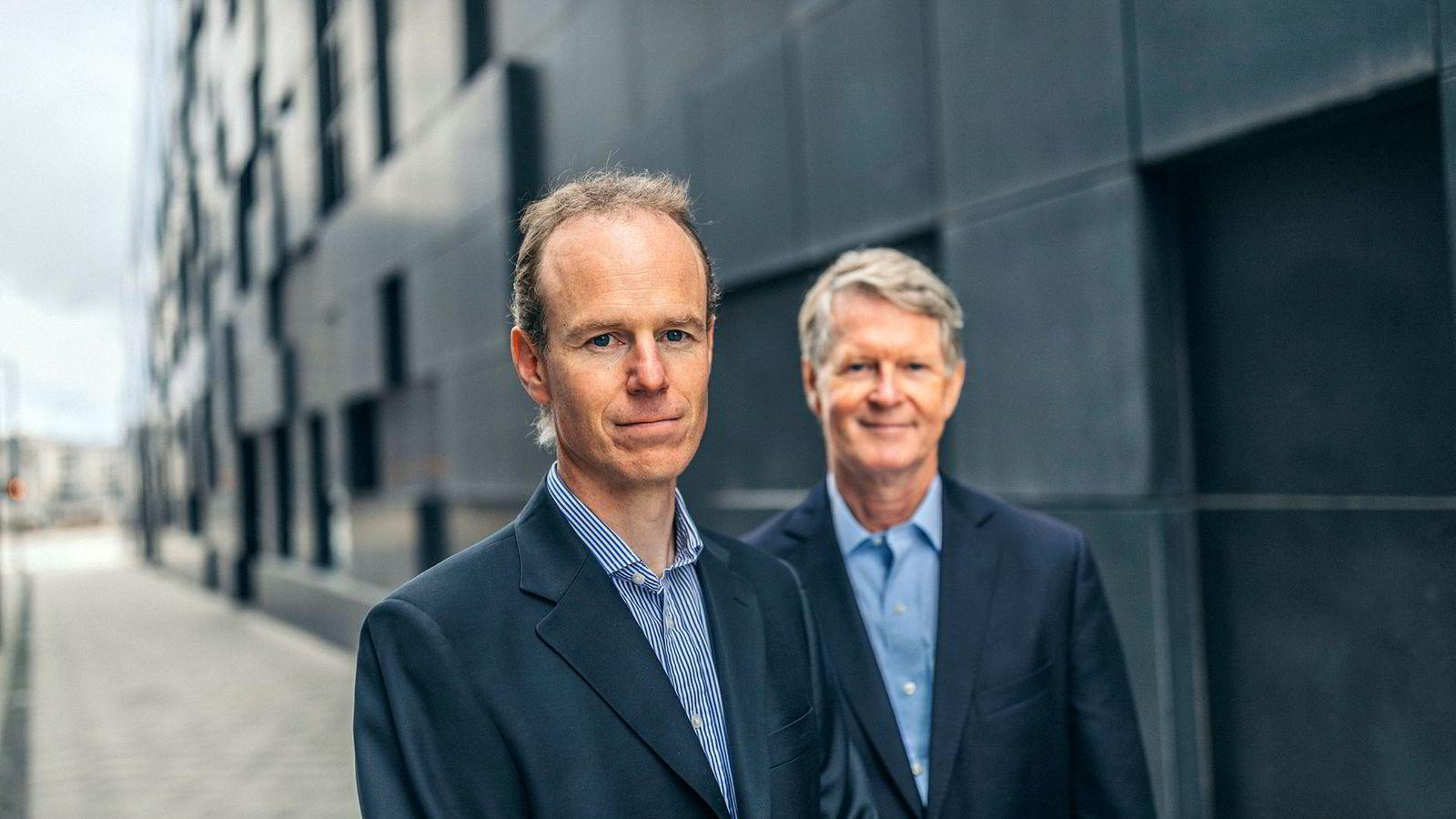 Aksjestrateg Paul Harper (til venstre) og analysesjef Morten Jensen i DNB Markets.