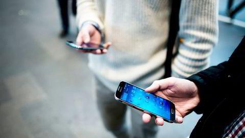 Bare to prosent som besøker en nettbutikk med mobilen gjennomfører en handel. Foto: Fartein Rudjord