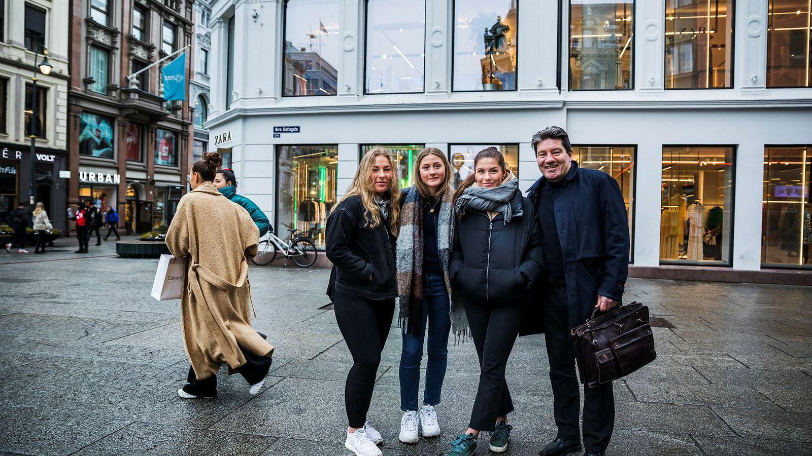 Thor Bremnes mener barna er mye mer ordentlige en han var, Henriette (fra venstre), Madeleine og Rebekka. Familien fra Bodø, er i Oslo for å besøke eldstedatteren.