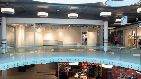 Tomme butikklokaler, som her på Stovner Senter, og mer handel på nett, medfører at omsetningsbasert leiepris er under press.