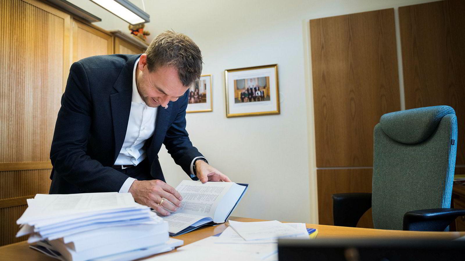 Kjell Ingolf Ropstad vil ha penger både til skole og barn.