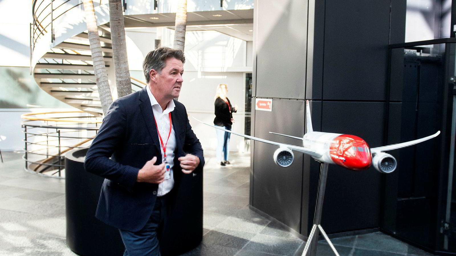 Fungerende konsernsjef Geir Karlsen i Norwegian fikk mandag med seg långiverne på utsatt forfall inntil to år. Han vil ikke garantere at det ikke blir behov for en ny emisjon.