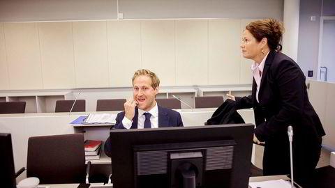 Førstestatsadvokat Anna Haugmoen Mo og politiadvokat Esben Kyhring i Økokrim mener det er klare indikasjoner på korrupsjon i den store utroskapssaken som startet i Asker og Bærum tingrett tirsdag.