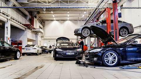 Med økt salg må også resten av verdikjeden utbedre. Tesla skal åpne et nytt servicesenter i Oslo. Her fra Teslas servicesenter på Skøyen.