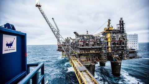 Nordsjøoljeprisen nådde en foreløpig bunn på 64,6 dollar i midten av november, etter å ha blitt sendt ned på signaler om Iran-sanksjoner og økt Opec-produksjon. Her fra Oseberg-feltet.