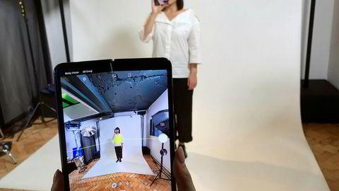 Samsung planla å starte salg av Galaxy Fold-modellene i nøkkelmarkeder på denne uken. Nå er lanseringen utsatt etter problemer med skjermdesign.