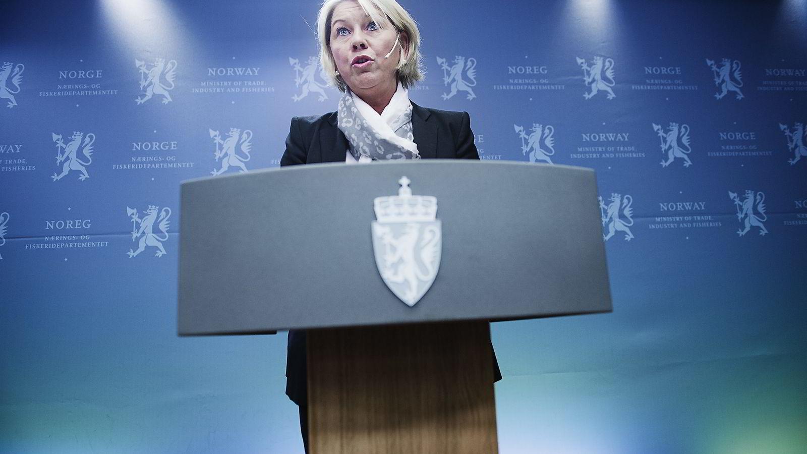 AKSJER. Næringsminister Monica Mæland på pressekonferansen der hun snakker om at Entra skal børsnoteres. Foto: Hampus Lundgren
