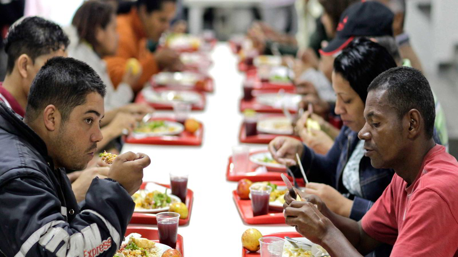 Servering på en restaurant i Sao Paulo i Brasil som en del av Bolsa Familia -