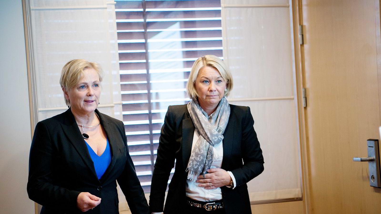 Det ble sendt flere SMS-meldinger mellom næringsminister Monica Mæland (H) og partifelle Thorhild Widvey i forkant av utnevnelsen av Widvey som styreleder i Statkraft. Mæland nekter å offentliggjøre SMS-ene.