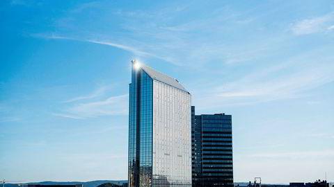 Kinesiske HNA Tourism Group eier nå 51,3 prosent av aksjene i Rezidor som driver en rekke hoteller i Norge, blant dem Norges største hotell, Radisson Blu Plaza Hotel i Oslo.
