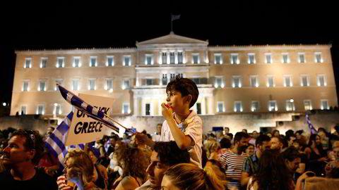 Adonis (18) og Sokratis (7) Dekas på Syntagmaplassen i Aten. Foto: Aleksander Nordahl