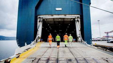 Før jul i fjor kunngjorde Høyesterett en dom mellom havnearbeiderne i Drammens havn og det danske selskapet Holship etter en tre års lang havnestrid. Nå strides partene om hvordan dommen skal håndheves.