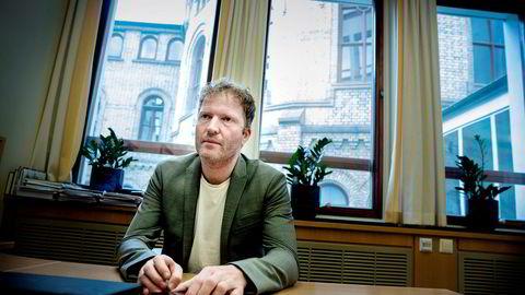 Sigbjørn Gjelsvik (Sp) var saksordfører for saken i Stortinget. Han mener deler av den nye hvitvaskingsloven er litt fremmed i norsk sammenheng.