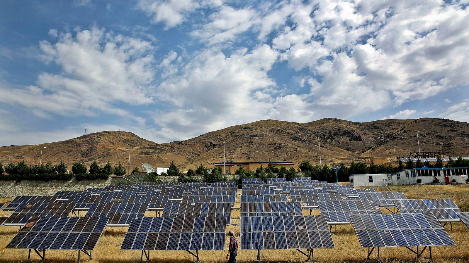 Norske Saga Energy har fått en milliardkontrakt innen solenergi i Iran. Bildet er fra Taleghan Renewable Energy Site i Taleghan, 160 kilometer nordvest for hovedstaden Teheran.
