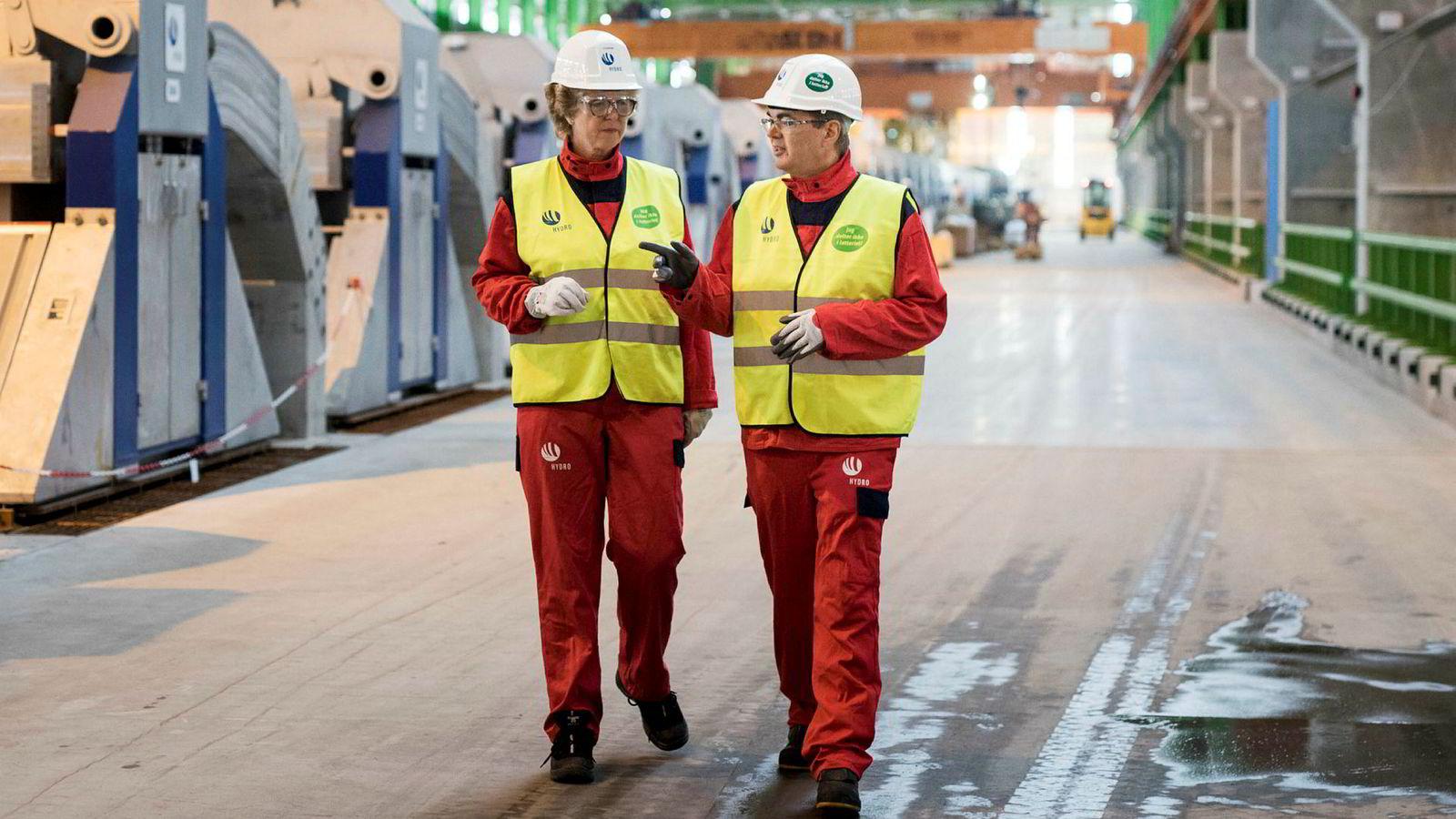 Hilde Merete Aasheim var sjef for primærmetallproduksjonen i Hydro da hun innviet det nye pilotanlegget for energieffektiv aluminiumsproduksjon her på Karmøy sammen med Hydro-sjef Svein Richard Brandtzæg i august 2017. Anlegget har hun stått i bresjen for.