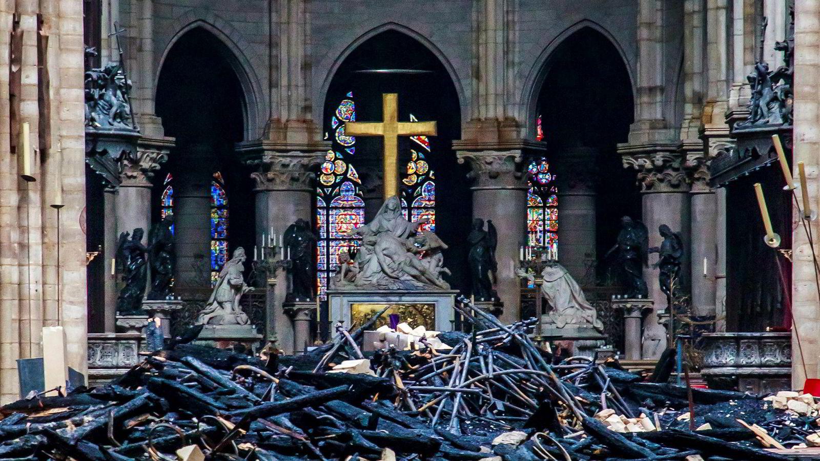 Det stilles spørsmål ved om det finnes nok kvalifiserte fagfolk i verden til å gjenoppbygge Notre-Dame slik den var før brannen.
