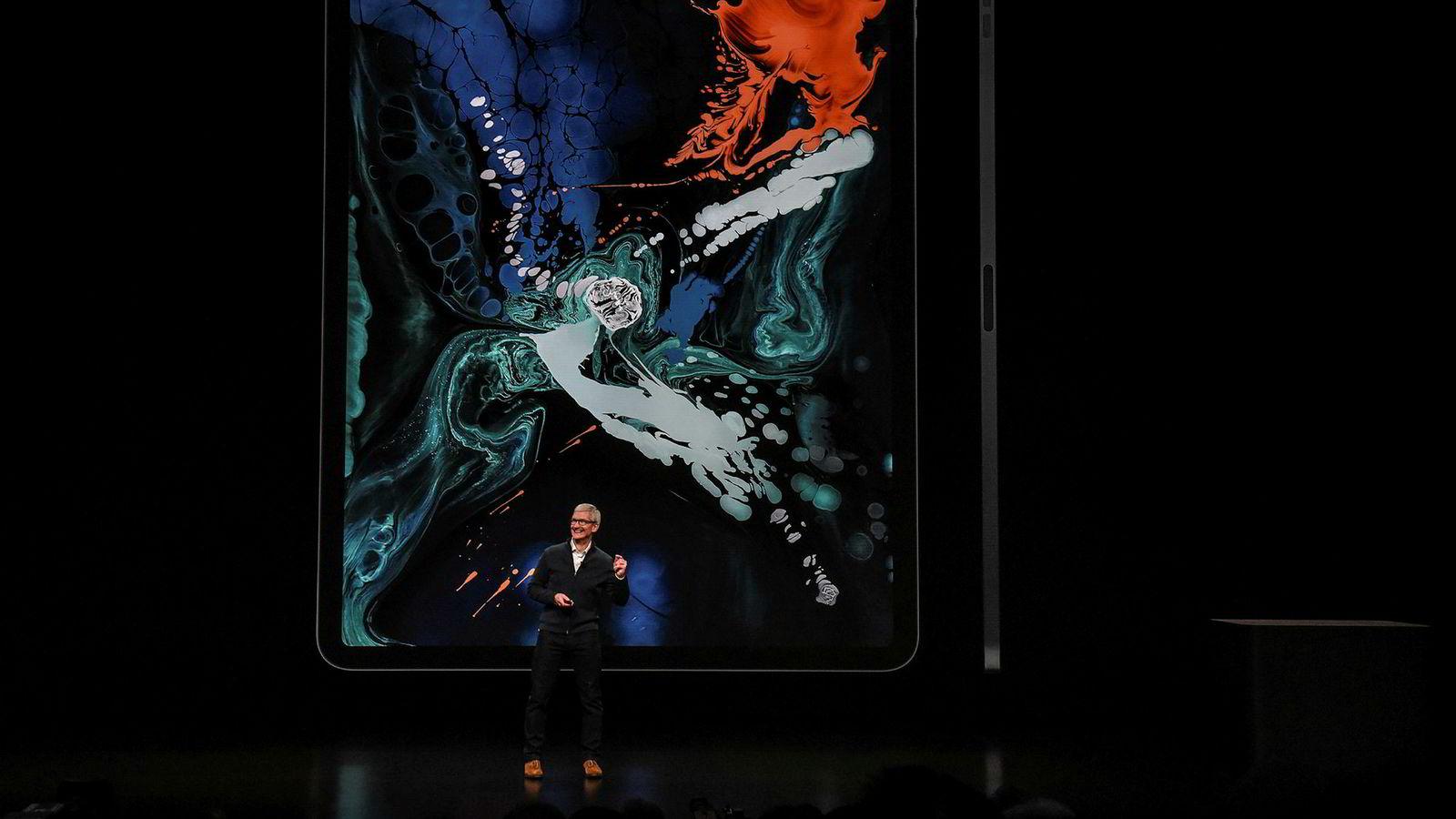 Apple-sjef Tim Cook avduket tirsdag ettermiddag Apples nye Ipad Pro, som kommer i to ulike størrelser.