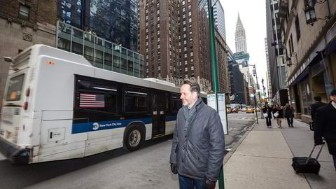 Hexagon-sjef Jon Erik Engeset lager drivstofftanker til New Yorks gassbusser med teknologi fra Raufoss. Foto: Johannes Worsøe Berg