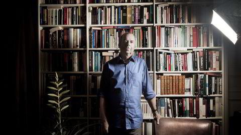 BIBLIOTEKOBJEKT – En forfatter som er ferdig med et verk, er som en tyv: Han ønsker å slette alle spor. Derfor vil det alltid være pinlig å gi fra seg ting. Jeg er jo veldig forfengelig, som de fleste forfattere, sier forfatter Jan Kjærstad.