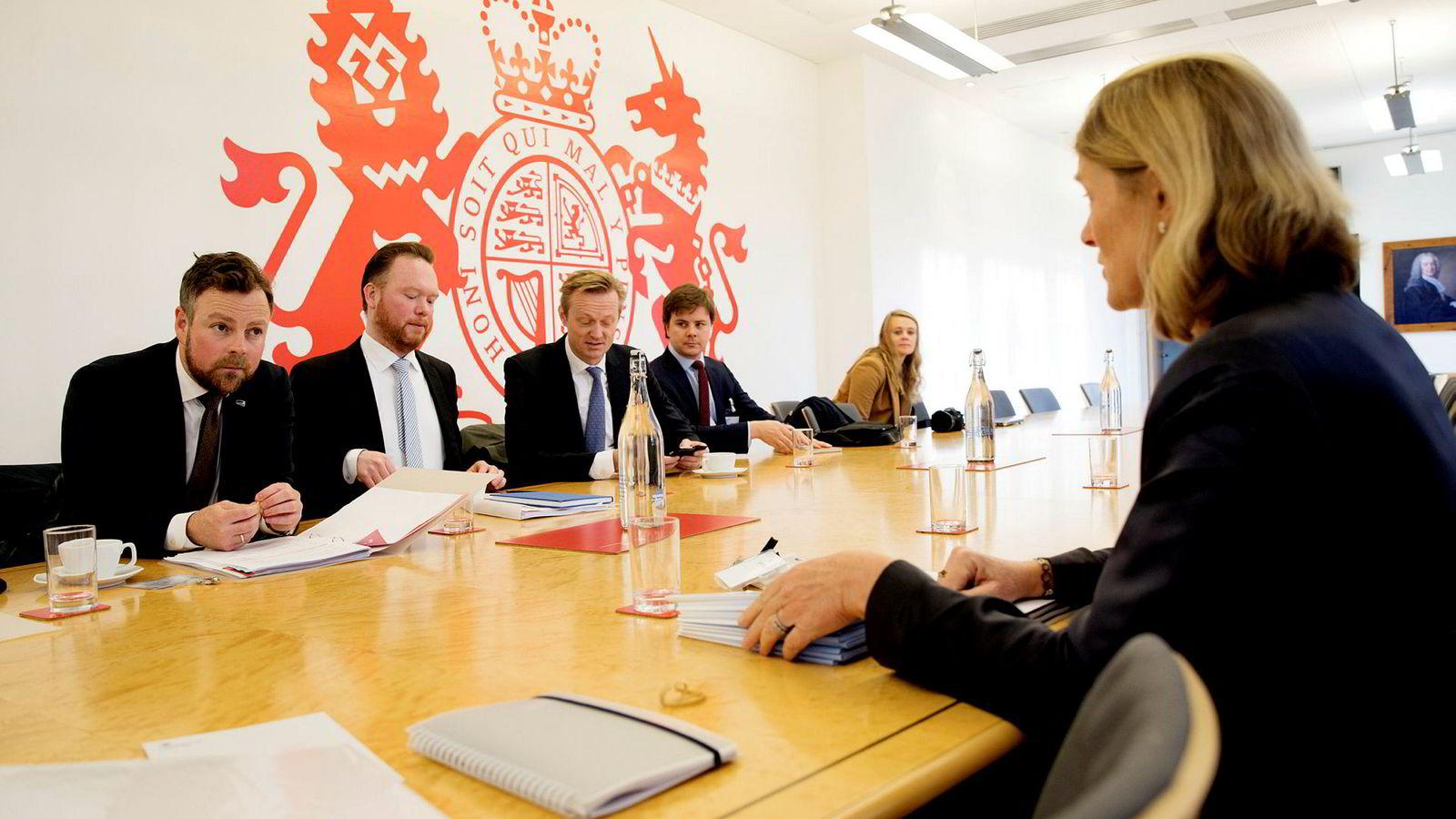 I november i fjor besøkte næringsminister Torbjørn Røe Isaksen det britiske dagligvareombudet Christine Tacon i London. Nå etablerer han et tilsyn basert på en lignende modell i Grenland.