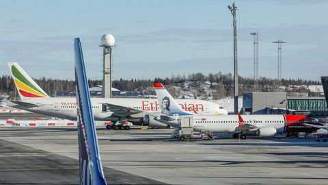 Norwegian har falt over ti prosent på Oslo Børs siden flytragedien i Etiopia på søndag. Norwegian har satt alle sine Boeing 737 Max 8-fly på bakken.