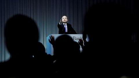 Softbanks konsernsjef Masayoshi Son har hatt nese for gode investeringer og er blitt Japans rikeste. Nå skiller han ut mobilvirksomheten og børsnoterer denne. Gevinsten skal investeres i kunstig intelligens og delingsøkonomien.