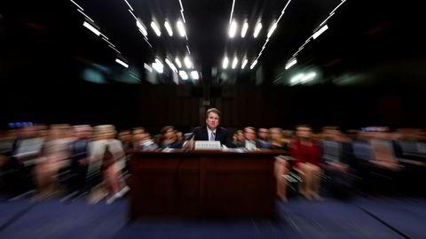 Brett Kavanaughs kandidatur som høyesterettsdommer kan henge i en tynn tråd. Samtidig angriper president Donald Trump kvinnen som angivelig skal ha blitt antastet.