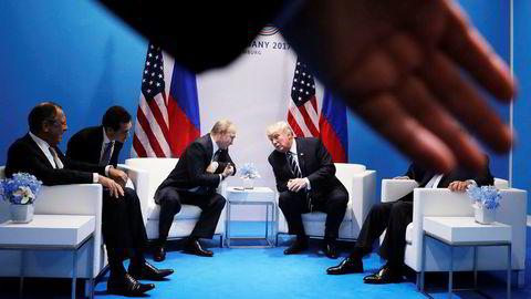 Vladimir Putin og Donald Trump i passiar da de sist møttes, under G20-toppmøtet i Hamburg sist måned. Men forholdet mellom Russland og USA har ikke vært så dårlig siden Sovjetunionens fall.