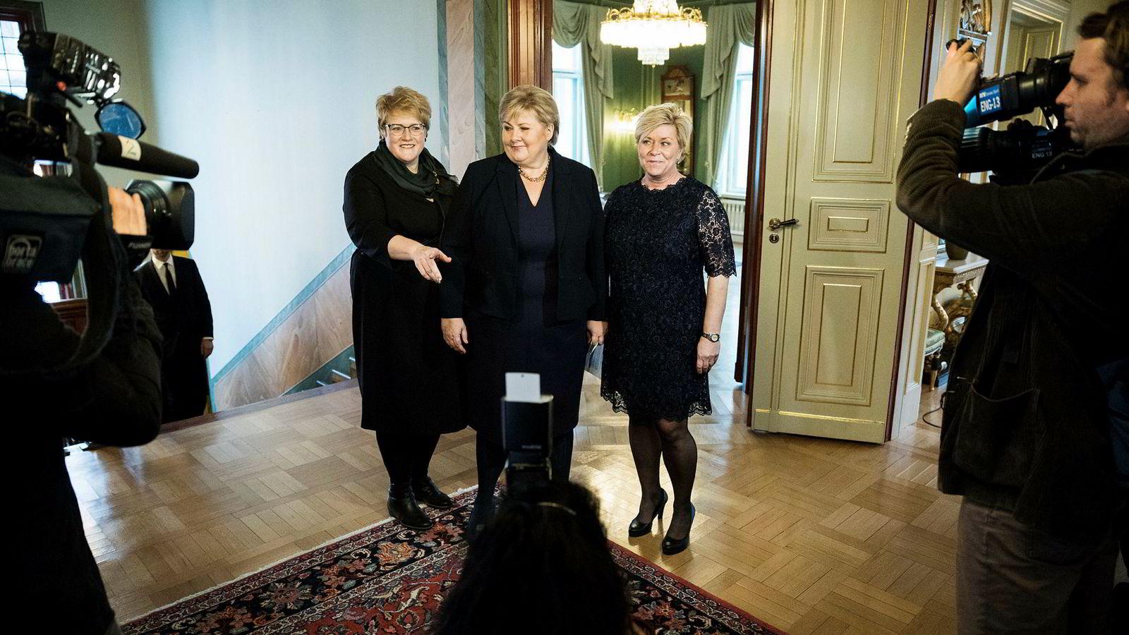 Erna Solberg, Siv Jensen og Trine Skei Grande holdt felles pressekonferanse onsdag i anledning utvidelse av regjeringen.