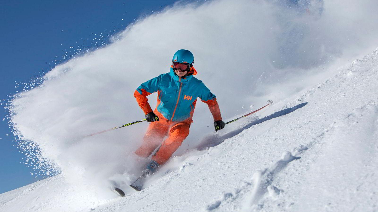 Geir Bottolfs koser seg på alpinski i Norefjell Skisenter.