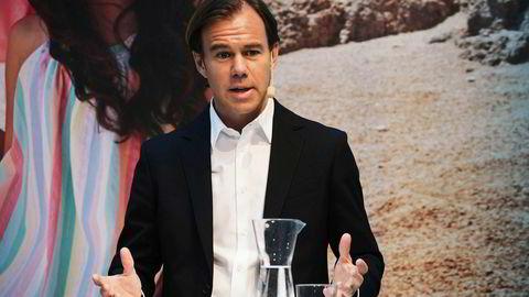 Konsernsjef Karl-Johan Persson i Hennes & Mauritz forteller at kleskonsernet er inne i en omstillingsfase, der selskapet jobber hardt for å løse en rekke utfordringer. Foto: Henrik Montgomery / NTB Scanpix