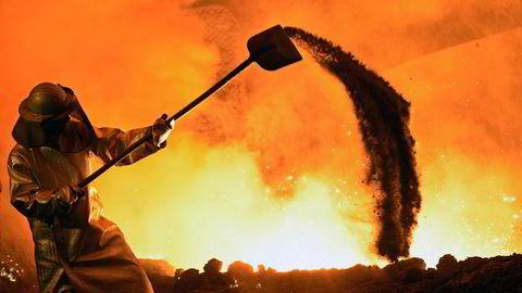 Tysk industri er i ferd med å trekke tysk økonomi nedover. Stålarbeideren på bildet jobber i tyske fabrikken til stålprodusenten Salzgitter.