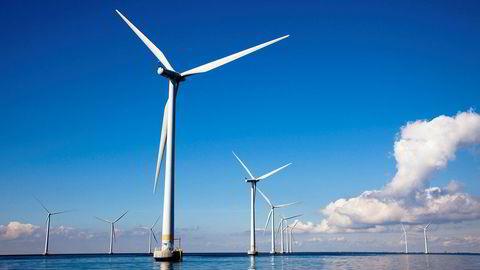 Mange av våre havområde er så djupe at det trengst flytande vindparkar. Her er Lillgrund vindmøllepark utenfor Malmø.