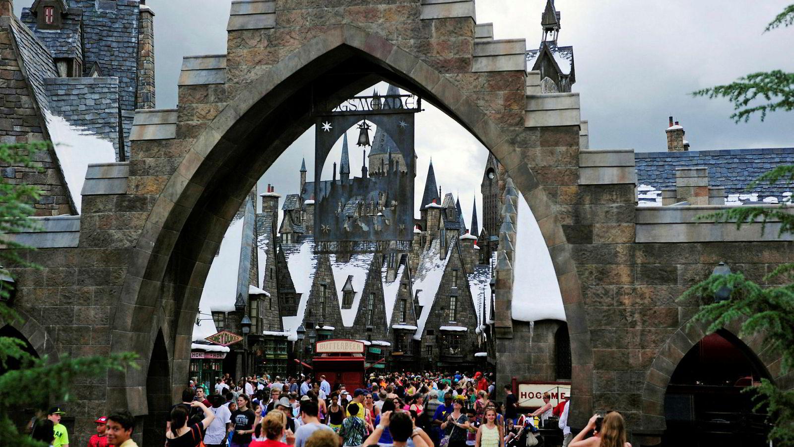 Professor Uffert fra Harry Potter-bøkene illustrerer en nesten perfekt endringsprosess. Uffert ankommer Galtvort med et klart endringsmandat fra bestillermyndigheten. Hun innynder seg med stor sjarm, effektiviserer pensum og reduserer antall ansatte. Studenter og ansatte settes opp mot hverandre i en prosess der mediene utnyttes forbilledlig.
