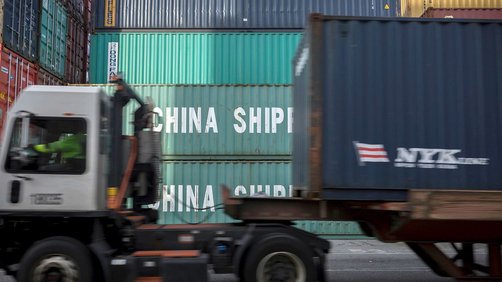 Kina og USA er verdens to største økonomier. Derfor påvirker det bilaterale handelsforholdet ikke bare disse to landene, men også resten av verden, skriver artikkelforfatteren.