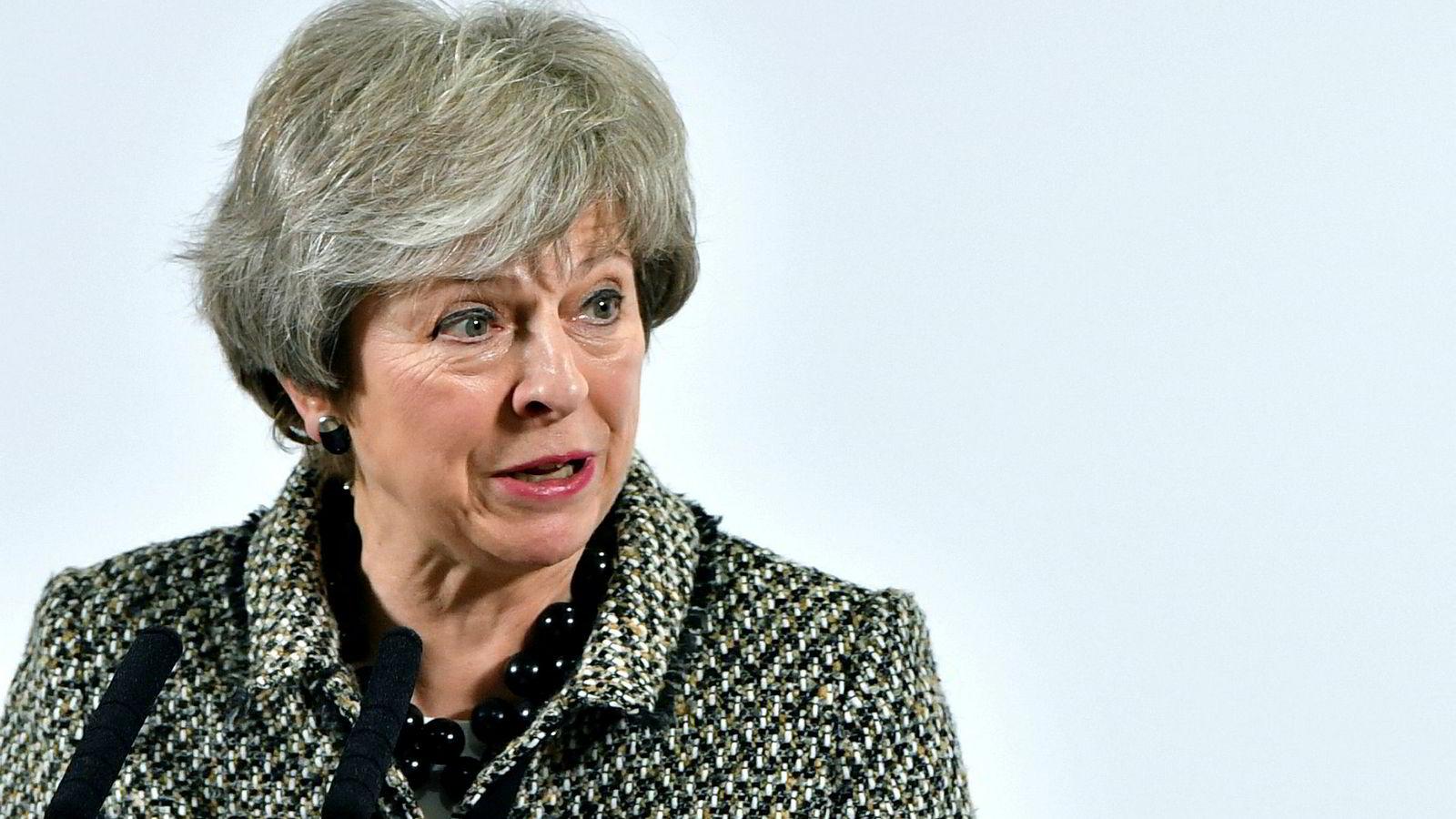 Brexit er blitt en hodepine for Storbritannias statsminister Theresa May. Her på et besøk i Liverpool mandag.