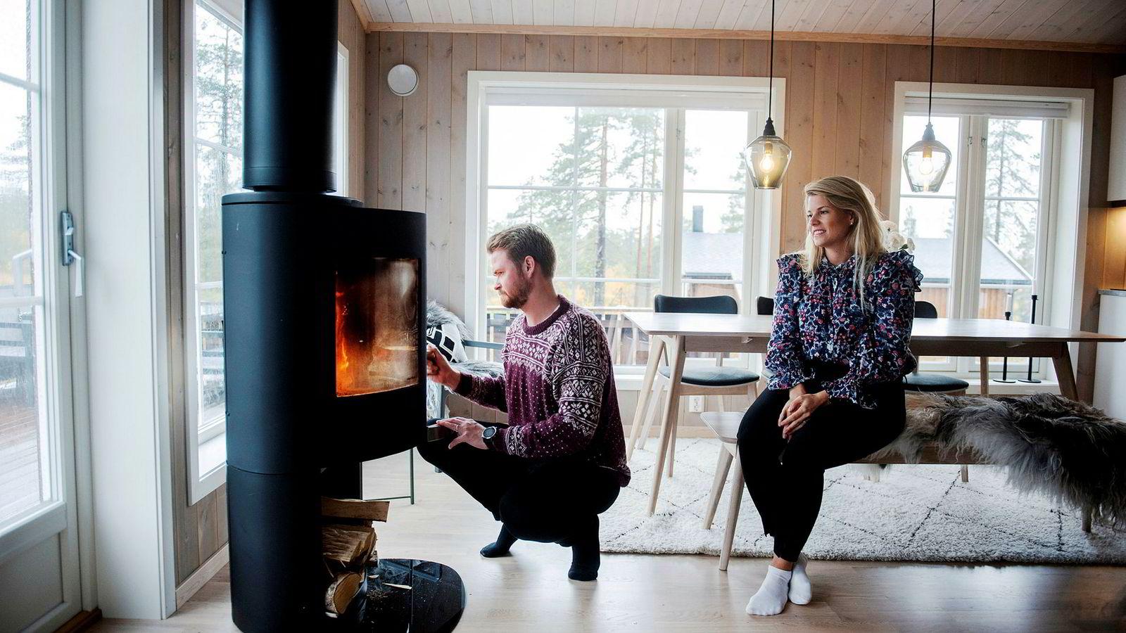 Henriette Ferkingstad Rasch og Erik Sollie fikk bygget sin egen hytte på Myssmørkleiva på Lygna for to år siden.