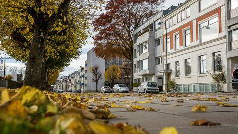 I Kristiansand treffer 26 prosent av Skatteetatens boligverdier dårlig, det vil si at de bommer på omsetningsverdien med mer enn 30 prosent, skriver artikkelforfatteren. Her fra Kristiansand sentrum.