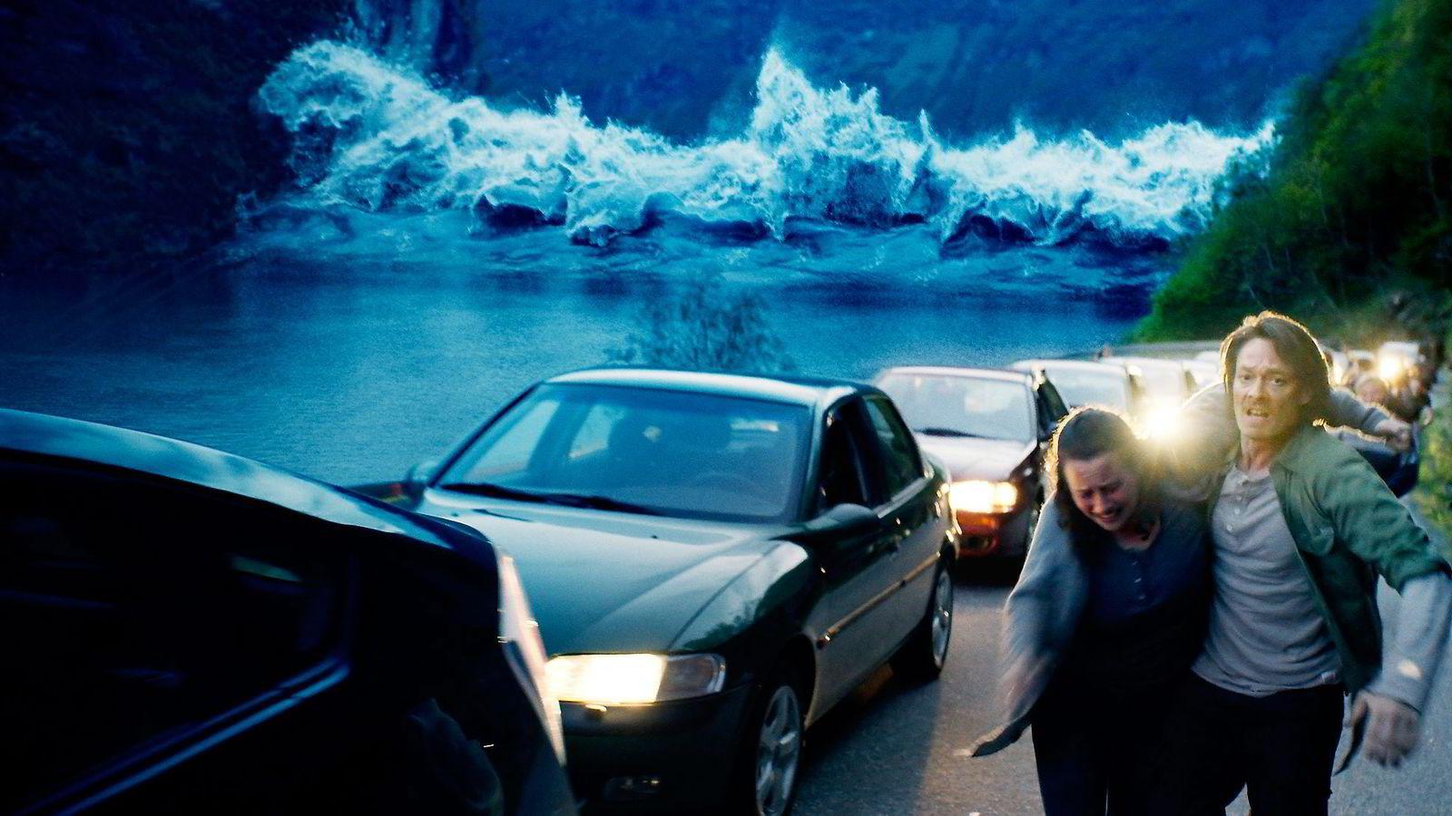 Roar Uthaug har skapt en bølge som vasker vekk hele Geiranger og kommer til å skylle publikum inn i kinosalene.