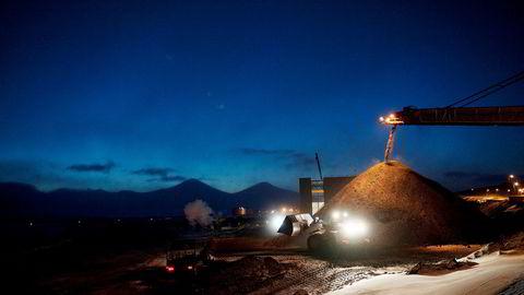 Gruvedrift på vei inn i mørket. Her fra Svea på Spitsbergen i 2010.