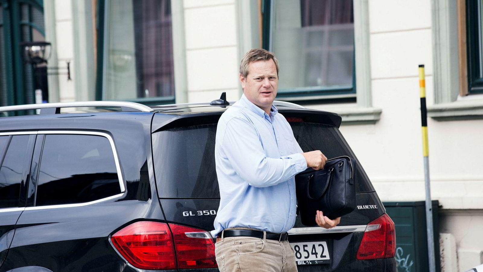 Einar Aas har gamblet, og vunnet gang på gang. Til slutt gikk det galt for kraftraderen, her på vei til et møte i Kristiansand i 2016.