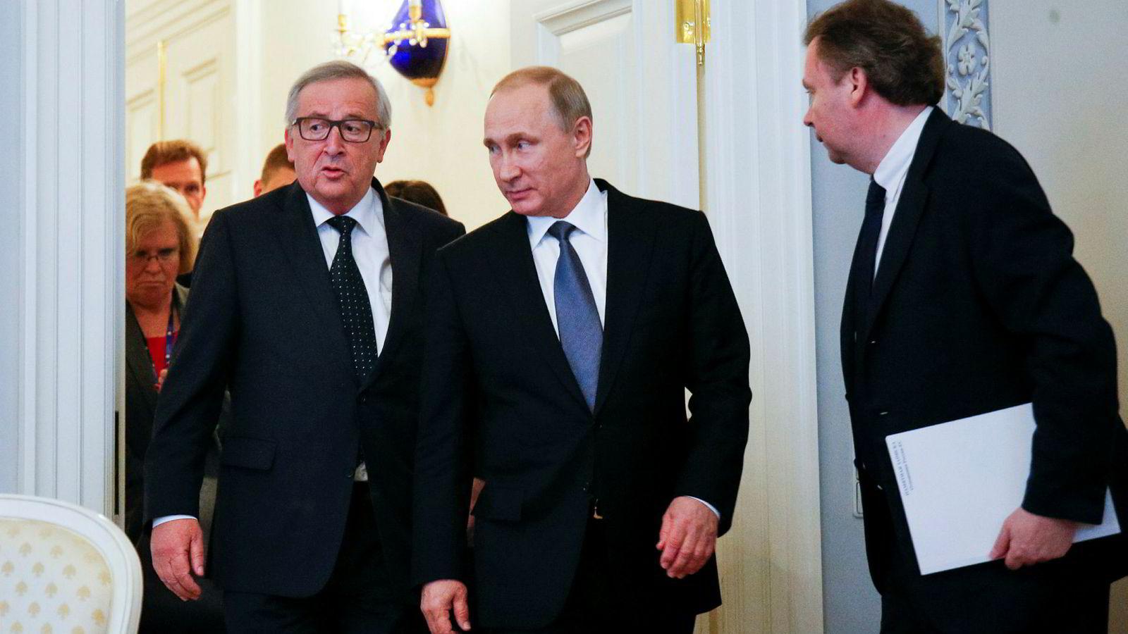 EUs mann i Moskva foreslår tettere samarbeid mellom EU og Russland. Det kan bety flere møter mellom Europakommisjonens president Jean-Claude Juncker (til venstre) og Russlands president Vladimir Putin, her under et møte i St. Petersburg i 2016.