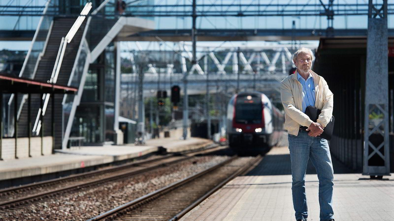 Regionsjef Arild Hammer i Direktoratet for samfunnssikkerhet og beredskap mener Jernbaneverkets ledelse i ytterste konsekvens leker med liv.